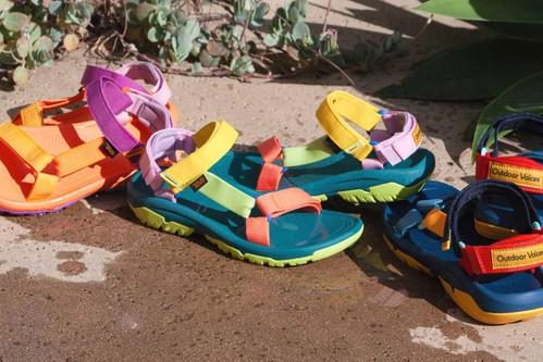 COLORATISSIMI. I sandali outdoor